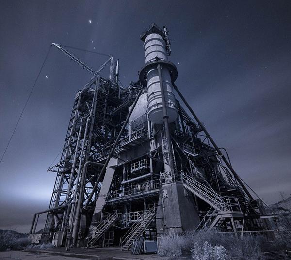 据观察者网了解,这次美国历史上最严重的核事故曾被严重瞒报。事故发生时,工作人员曾希望尽力将反应炉修复,但随后他们发现自己的努力只会造成更多的放射性气体泄漏。此后数周,工作人员接到指示,在半夜将反应炉所在建筑的大门打开,偷偷将放射性气体排放到大气中。堆芯熔毁6周之后,美国原子能委员会(AtomicEnergyCommission)发布了一份新闻公报,声称7月发生了一次轻微核燃料事故,但没有造成对环境的任何放射性污染。直到20年后,1979年,加州大学洛杉矶分校(UCLA)的学生们偶然发现了涉及这次堆芯